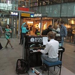 Lindyhoppers in actie bij het presentatieconcert. Foto Remko Mikkenie.