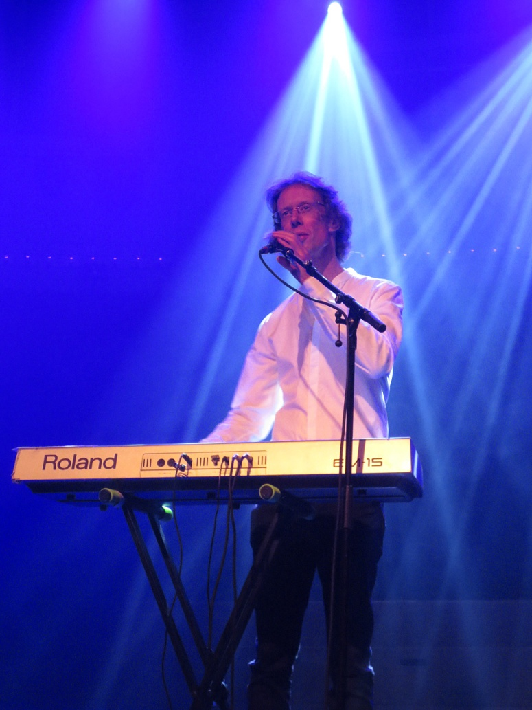 Frans met keyboard in Paradiso